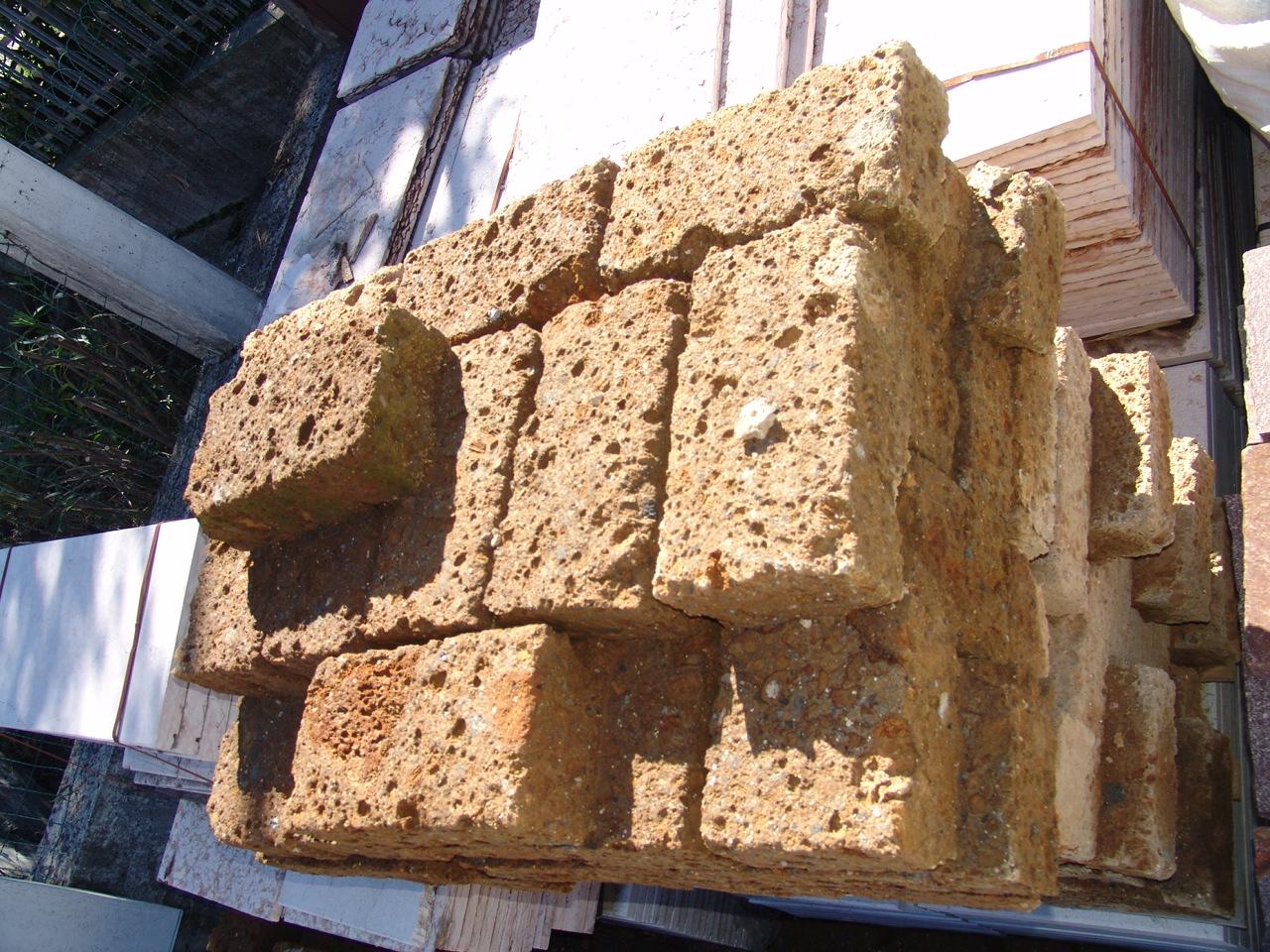 Zem enrico marmi prezzi sassi rivestimento muri super for Prezzi mattoni in tufo da giardino