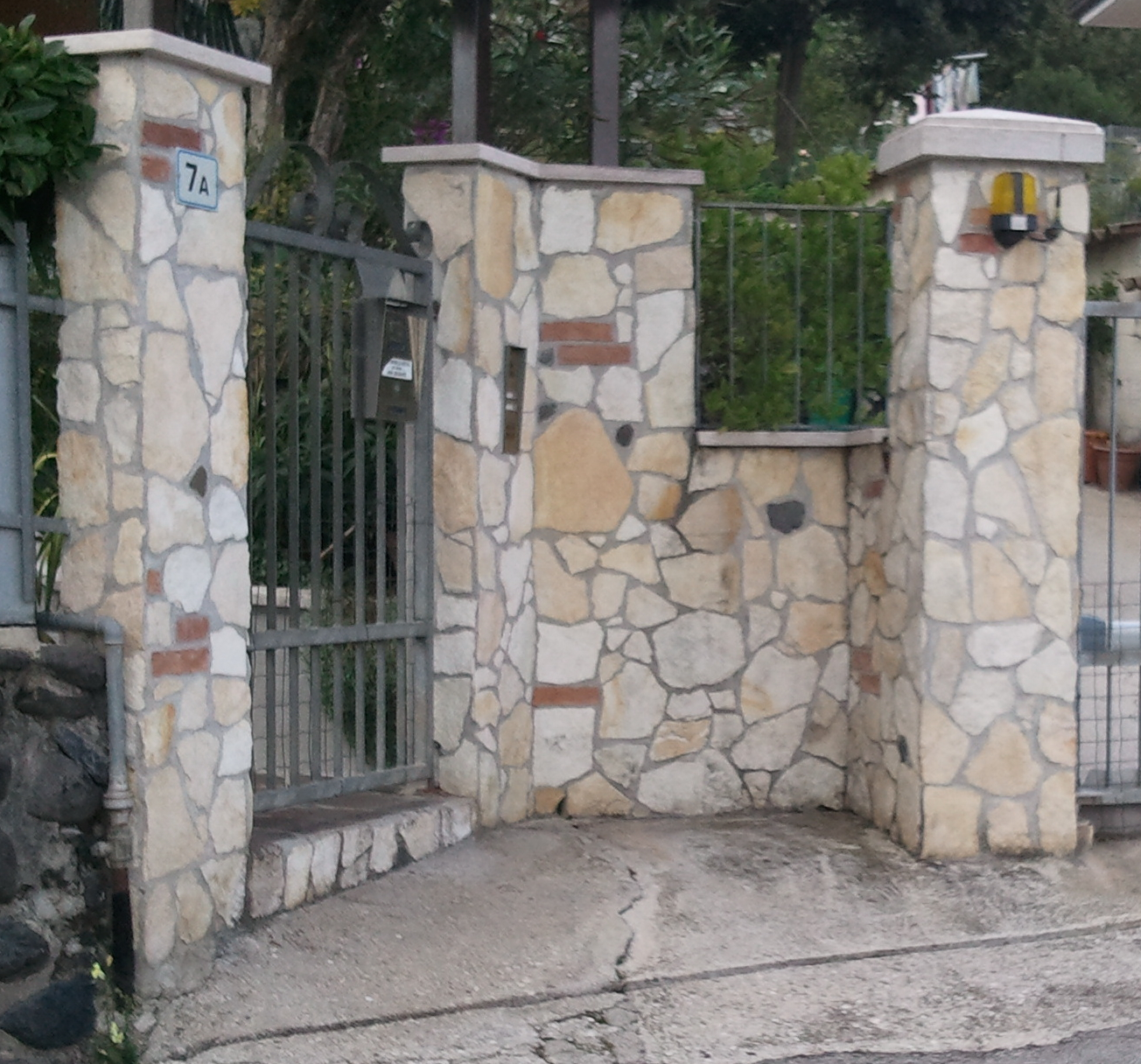 Zem enrico marmi prezzi sassi rivestimento muri super for Disegni di blocchi di cemento casa