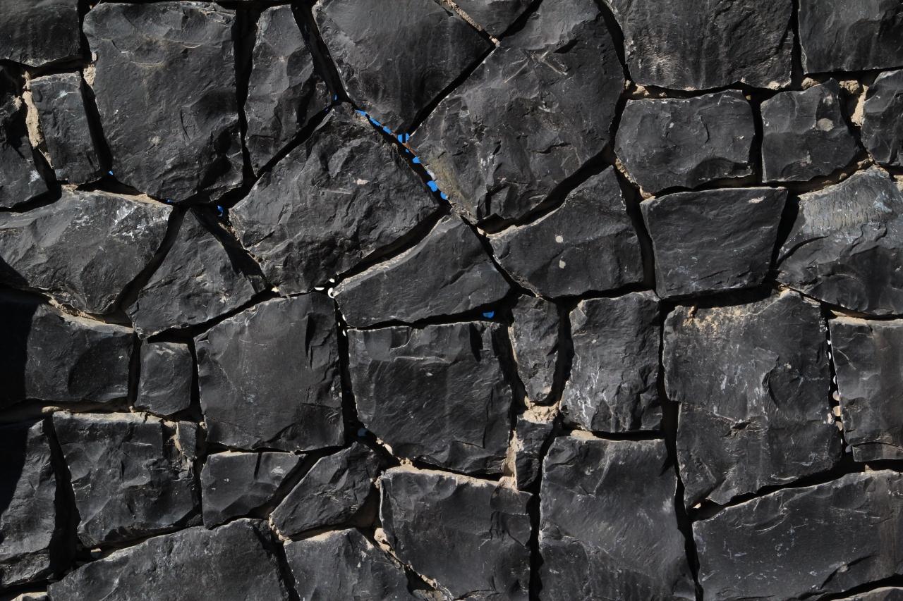 Piastrelle In Pietra Lavica : Pietra lavica altavilla milicia palermo guida sicilia